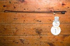 Viool` s boog en sneeuwman Stock Afbeeldingen