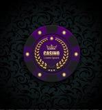 VIP πόκερ πολυτέλειας πορφυρή έννοια λογότυπων χαρτοπαικτικών λεσχών τσιπ διανυσματική Βασιλικό έμβλημα λεσχών πόκερ με τη χρυσή  διανυσματική απεικόνιση