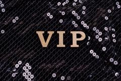 VIP написан в абстрактных письмах Черная сверкная предпосылка Стоковое Фото