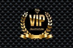 VIP zaproszenia projekta szablon Wektorowy złoty faborek i VIP zaproszenie tekst na czarnym luksusowym tle ilustracji