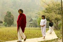 Vipassana em um monastério da montanha, perto da cidade de Mechonson, ao norte de Tailândia foto de stock