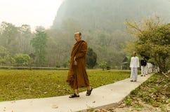Vipassana en un monasterio de la montaña, cerca de la ciudad de Mechonson, al norte de Tailandia imagen de archivo