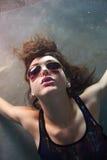 Vippa Chick Underwater fotografering för bildbyråer