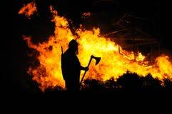 Viquingue e edifício ardente Imagem de Stock Royalty Free