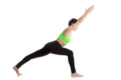 Virabhadrasana 1 actitud de la yoga Foto de archivo libre de regalías