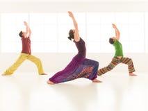 Virabhadrasana de la yoga del grupo Imágenes de archivo libres de regalías