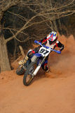 Virage de glissière de moto Photographie stock libre de droits
