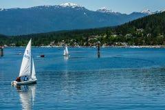 Vire Canadá hacia el lado de babor cambiante - 28 de mayo de 2017, Rocky Point Spray Park, actividades del sprt del velero Fotos de archivo libres de regalías