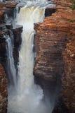 Vire el tiro hacia el lado de babor de la cascada Easternmost en el rey George River, Kimberley Region, Australia occidental imágenes de archivo libres de regalías