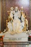 Virgan Mary Sculpture em St Peter Basilica fotografia de stock