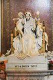 Virgan Mary Sculpture på St Peter Basilica Arkivbild