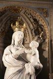 Virgem Maria com bebê Jesus, coroado Imagens de Stock Royalty Free