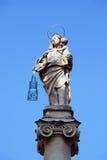Virgem Maria com a estátua da criança de Jesus Christ na Bolonha, Itália Fotos de Stock Royalty Free