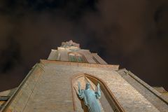 Virgem Santa Mary Church na noite foto de stock