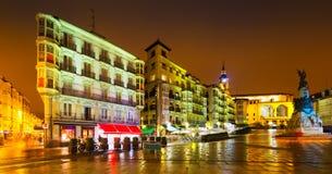 Virgen布朗卡正方形在夜 Vitoria-Gasteiz,西班牙 免版税库存图片