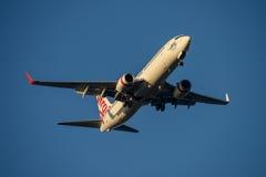 Virgen Australia Boeing 737 en acercamiento final a Sydney Airport el martes 23 de mayo de 2017 Fotos de archivo libres de regalías