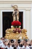 Virgen del Carmen som får ut ur kyrkan Arkivfoton