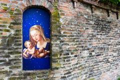 Virgen María bendecida aedicula votivo Fotografía de archivo libre de regalías