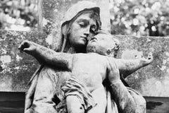 Virgen María con el bebé Jesus Christ en su retro de los brazos diseñado Foto de archivo libre de regalías
