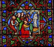 Virgen que adora Mary Stained Glass Notre Dame París Francia Imagenes de archivo