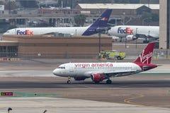 Virgin America flygbuss A319-112 som ankommer på San Diego International Airport Arkivbild
