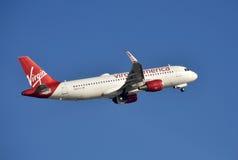 Virgin America scaturisce decollando Fotografia Stock Libera da Diritti