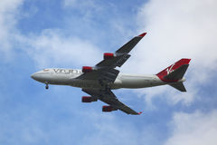 Virgin Atlantic Boeing 747 che discende per l'atterraggio all'aeroporto internazionale di JFK a New York Fotografia Stock