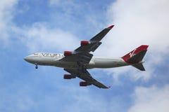 Virgin Atlantic Boeing 747, das für die Landung an internationalem Flughafen JFK in New York absteigt Stockfotografie
