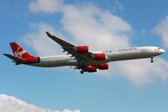 Virgin Atlantic flygbuss A340-600 Fotografering för Bildbyråer