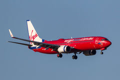 Virgin Blue Airlines Boeing 737-8FE VH-VUE on approach to land at Melbourne International Airport. Stock Photos