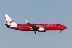 Virgin Blue-Fluglinien Boeing 737-8FE VH-VUE auf Annäherung an Land an internationalem Flughafen Melbournes Lizenzfreie Stockbilder