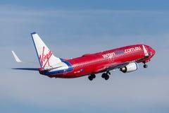 Virgin Blue-Luchtvaartlijnen Boeing die 737 van Luchtvaartlijnen de Maagdelijke Australië van Sydney Airport opstijgen Royalty-vrije Stock Afbeeldingen