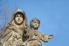 Virgin Mary με το μωρό Ιησούς Χριστός στα όπλα της στοκ εικόνα