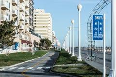 Virginia Beach Boardwalk Sign für Fahrräder und Fußgänger Lizenzfreie Stockbilder