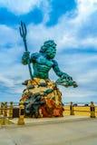 Virginia Beach Boardwalk, Virginia Beach USA - 12 septembre 2017 statue en bronze de point de repère d'un dieu mythologique Neptu Images stock