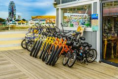 Virginia Beach Boardwalk, Virginia Beach US - September 12, 2017 Bicycle Rental, Candy Shop And Ferris Wheel On Boardwalk Royalty Free Stock Images