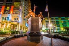 Virginia Beach Law Enforcement Memorial na noite, em Virgini foto de stock royalty free