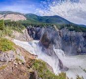 Virginia Falls - de rivier van Zuidennahanni Stock Afbeeldingen