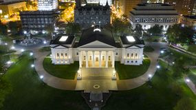 Virginia State Capital Building Downtown för flyg- sikt stads- mitt Richmond arkivbilder