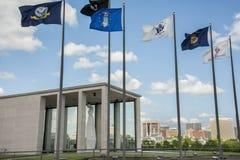 Virginia War Memorial e Richmond Skyline immagine stock libera da diritti