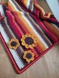 Virka Autumn Blanket som textureras royaltyfria bilder