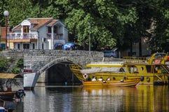 Virpazaren är en populär by nära Skadar sjön med olikt arkivbilder