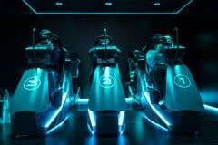 Virtuele het rennen tentoonstellingstribune voor het publiek stock foto