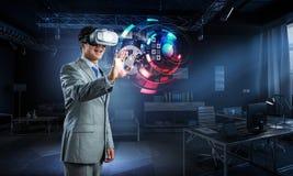 Virtuele werkelijkheidservaring Technologie?n van de toekomst stock fotografie