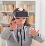 Virtuele werkelijkheidshoofdtelefoon royalty-vrije stock afbeeldingen