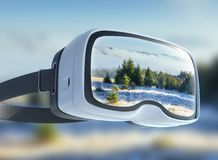 Virtuele werkelijkheidshoofdtelefoon, dubbele blootstelling De geheimzinnige majestueuze bergen van het de winterlandschap binnen stock fotografie