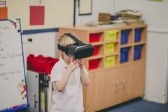 Virtuell verklighet i klassrumet arkivfoto