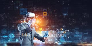 Virtuell verkligheterfarenhet framtida teknologier Blandat massmedia arkivfoton