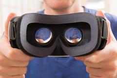 Virtuell verklighethörlurar med mikrofon Arkivbild