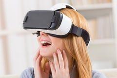 Virtuell verklighethörlurar med mikrofon Arkivfoton